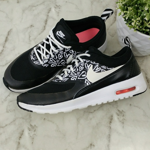 Nike Air Max Thea girls blac and white Hearts